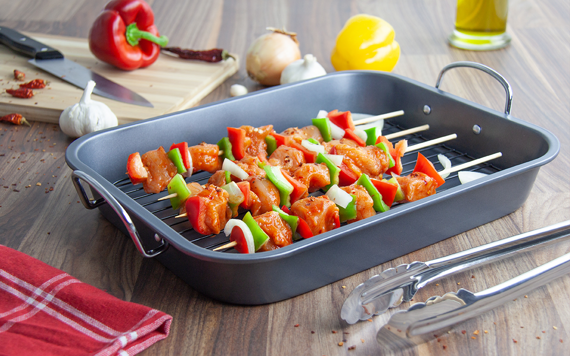 Black Bakeware - Roasting Tray with Grill - 1