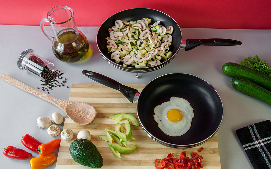 una nonstick Frying Pan - 1
