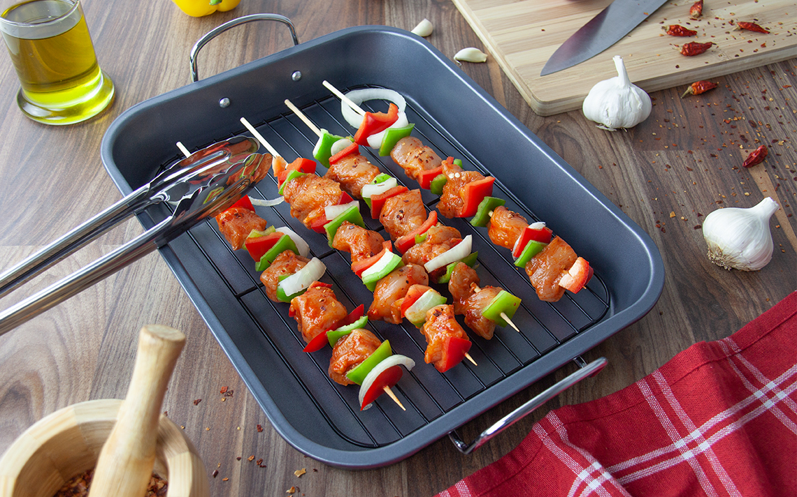 Black Bakeware - Roasting Tray with Grill - 4