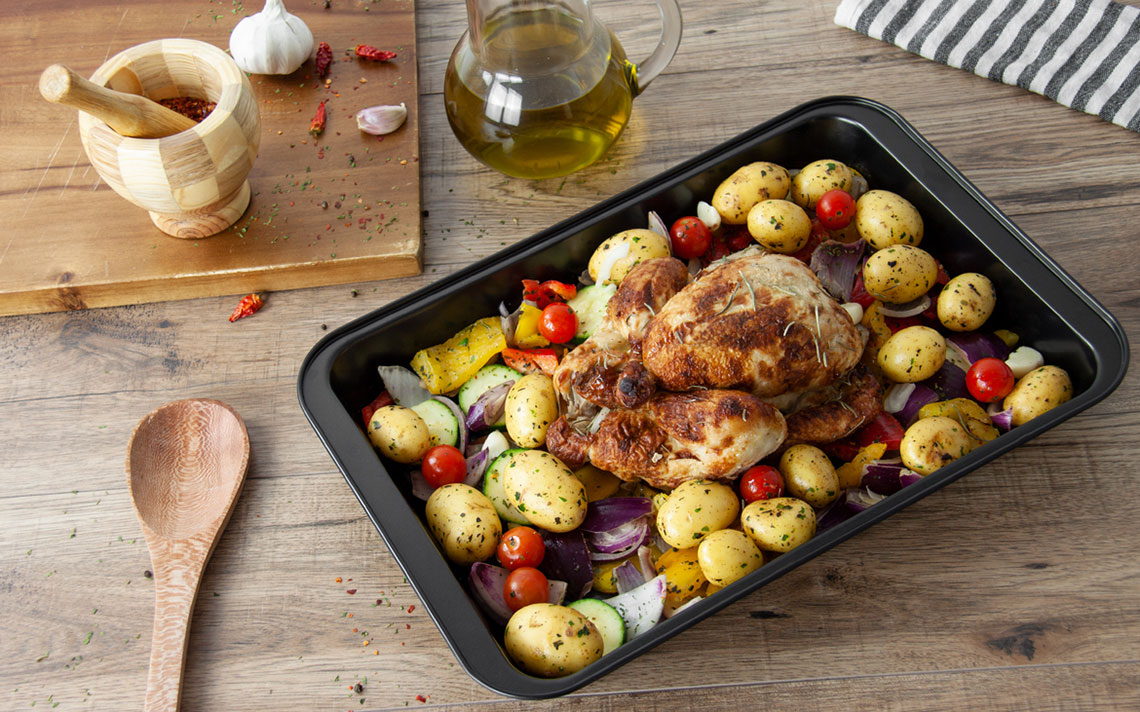 Black Bakeware - Roasting Tray Medium - 1