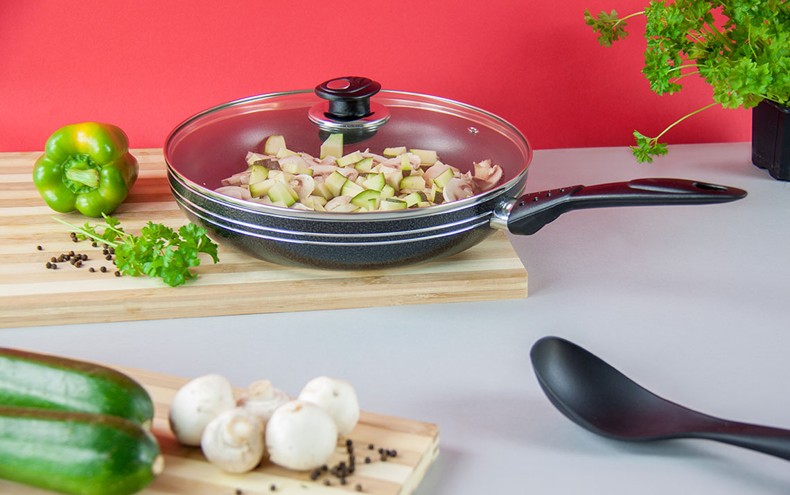una nonstick Frying Pan with Lid - 5